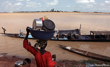 Woman at river in Mali photo credit Tom Pilston/Panos